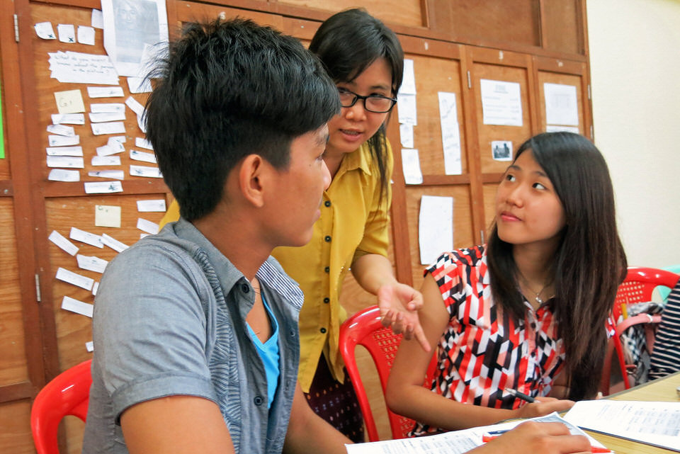 Students in Cetana English Proficiency Center with teacher Chaw Su.
